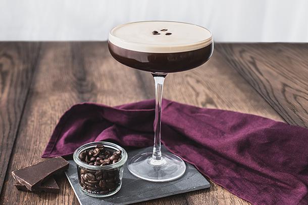 Бодрящий алкогольный коктейль «Эспрессо Мартини»