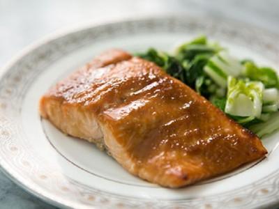 Филе лосося в глазури из мисо