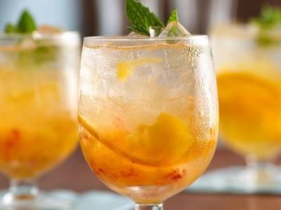 Коктейль Альмафино с апельсиновым соком и сливками