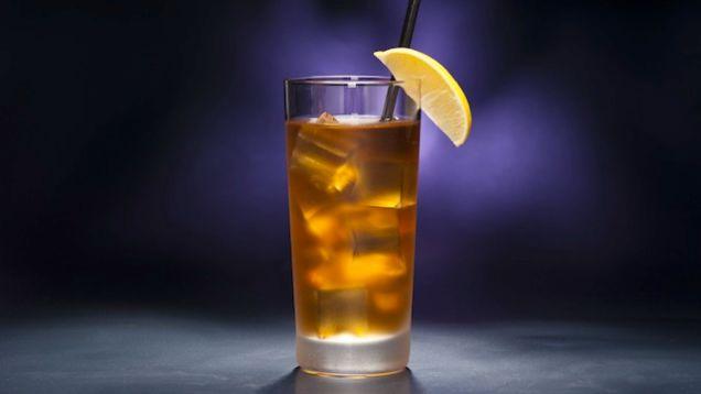 Необычный алкогольный коктейль «Крепкий чай»