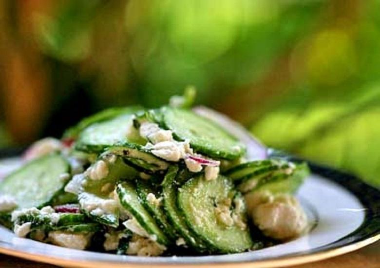 Салат из огурцов с сыром фета и мятой