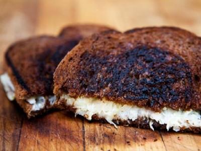 Сэндвич с сыром и квашенной капустой