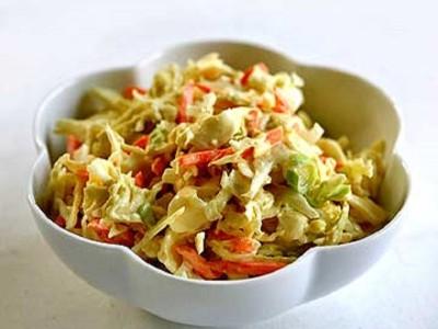 Салат из капусты c морковью и зеленым луком