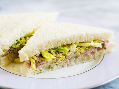 Сэндвич с ветчиной и маринованным халапеньо