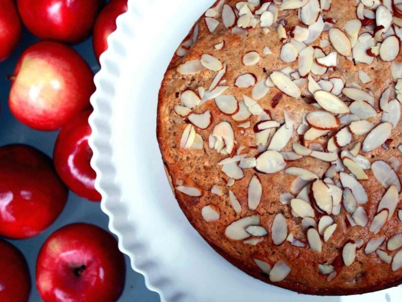 Яблочный торт с миндалем